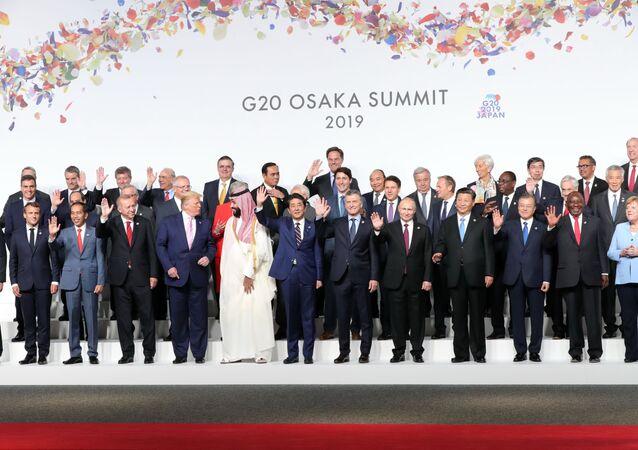Japonya'nın ev sahipliğinde Osaka'da düzenlenen G20 Liderler Zirvesi aile fotoğrafı çekimiyle başladı.