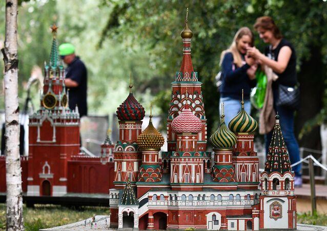 Başkent Moskova'nın merkezindeki Kızıl Meydan'da yer alan Aziz Vasil Katedrali maketi.