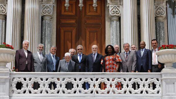 D-8'in 22. yıldönümü töreni, Çırağan Sarayı'nın balkonundaki geleneksel aile fotoğrafıyla sona erdi. - Sputnik Türkiye