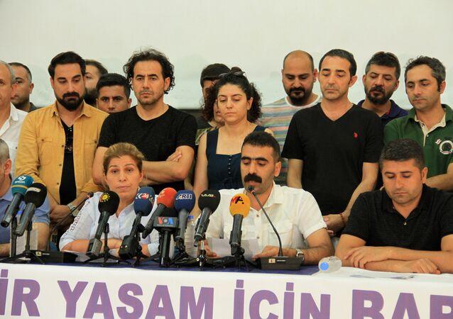 'Bölge Emek ve Demokrasi Platformu', Diyarbakır'da yayımladığı ortak deklarasyonda barış ve demokratikleşme çağrısı yaptı. Ortak deklarasyonSümerpark'ta Türkçe ve Kürtçe açıklandı. Türkçe açıklamayı, Bölge Emek ve Demokrasi Platformu Dönem Sözcüsü Doğan Hatun yaptı.