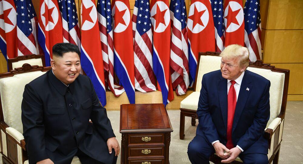 Kim ve Trump'tan mini zirve