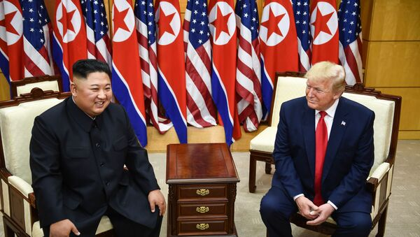 Kim ve Trump'tan mini zirve - Sputnik Türkiye