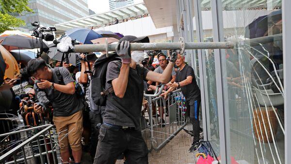 HongKong'da protestolar Çin'e katılımın yıl dönümünde de sürdü - Sputnik Türkiye