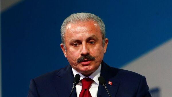 Türkiye Büyük Millet Meclisi (TBMM) Başkanı Mustafa Şentop, başkent Moskova'da düzenlenen 2. Uluslararası Parlamentarizmin Gelişimi Forumuna katıldı. Şentop (fotoğrafta) konuşma yaptı. - Sputnik Türkiye