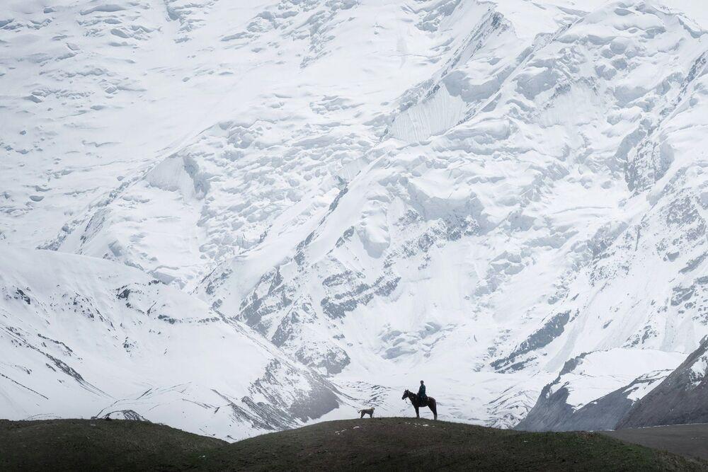 Kırgızistan'da yer alan Lenin Dağı'nın eteğindeki çoban.