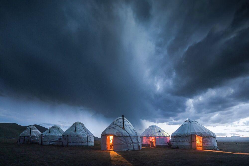 Dros, Kırgızistan gezisi sırasında yılın dört mevsimini görme fırsatını yakaladığını anlattı.