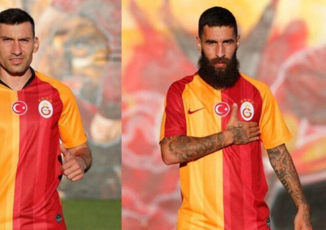 Galatasaray, bonservisi ellerinde olan Jimmy Durmaz ve Şener Özbayraklı'yı transfer ettiğini resmen açıkladı.