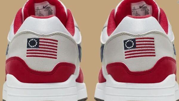 Nike'ın 4 Temmuz ayakkabısı  - Sputnik Türkiye