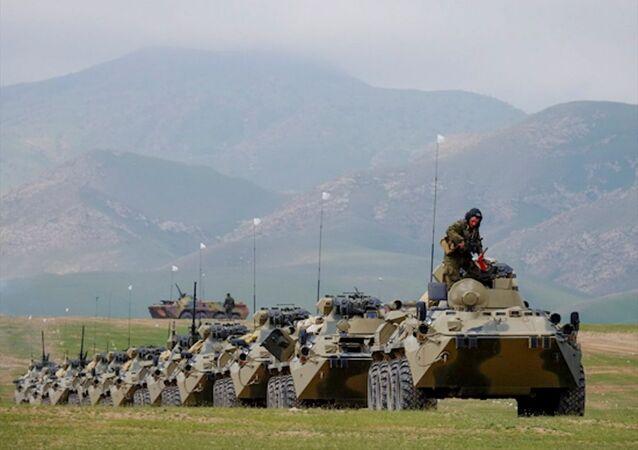 Rusya'nın yurt dışındaki en büyük üssü olan Tacikistan'daki 201. Rus askeri üssünde eğitim tatbikatı başladı.