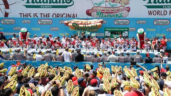 ABD'nin New York kentinde 4 Temmuz bağımsızlık günü kutlamaları kapsamında sosisli sandviç yeme yarışması düzenlendi. - Sputnik Türkiye
