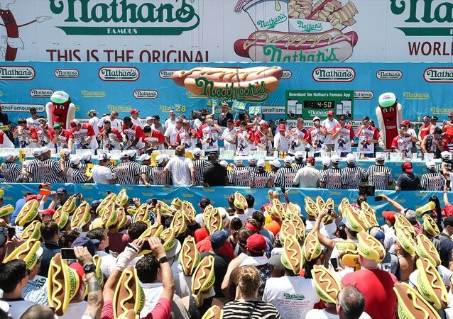 ABD'nin New York kentinde 4 Temmuz bağımsızlık günü kutlamaları kapsamında sosisli sandviç yeme yarışması düzenlendi.