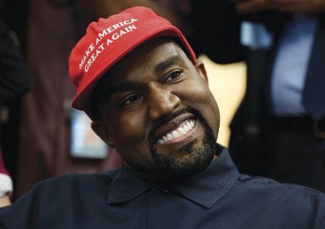 Kanye West, Beyaz Saray'da ziyaret ettiği Donald Trump'ın kampanya şapkasıyla