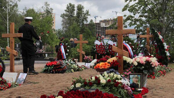 Denizaltında ölen Rus askerler son yolculuğuna uğurlandı - Sputnik Türkiye