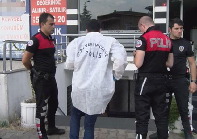 Ümraniye'de silahını göstermek isterken avukat arkadaşını vurdu