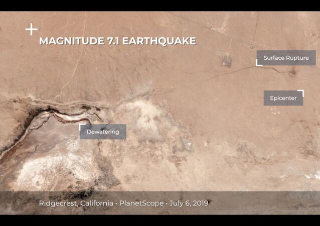 Kaliforniya'daki depremde, uzaydan görülebilen dev bir yarık oluştu