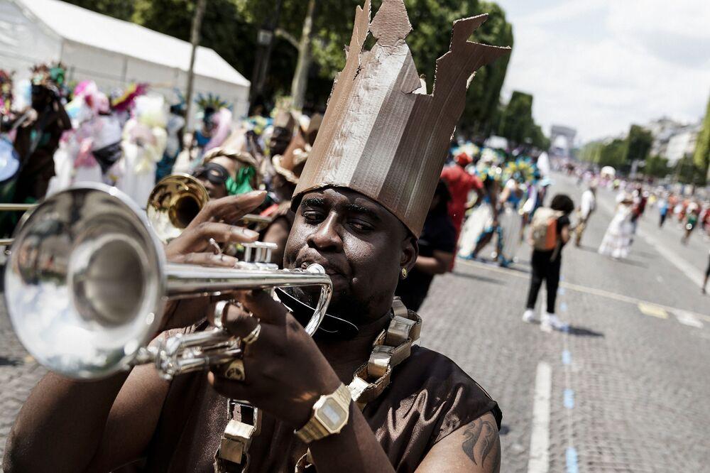 Tropikal karnaval Paris'te 2001 yılından beri  yaz mevsiminde düzenleniyor.