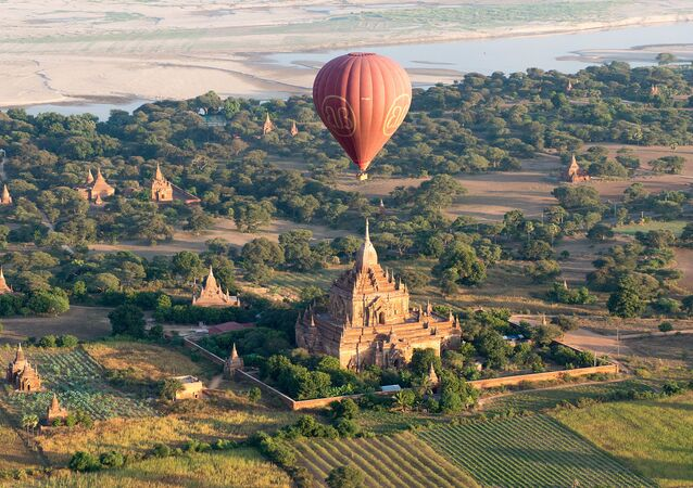 UNESCO Dünya Miras Listesi'ne  alınan Myanmar'daki budist mabetlerinin yer aldığı Bagan bölgesi.