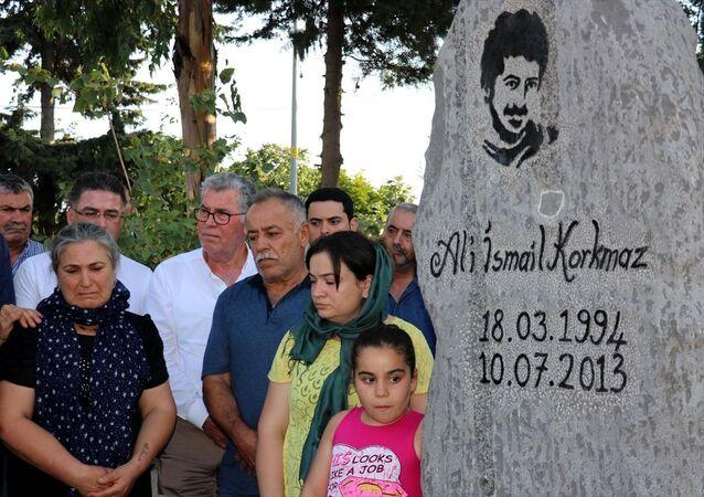 Ali İsmail Korkmaz, mezarı başında anıldı
