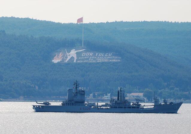İtalya ve Fransa donanmasına ait iki savaş gemisi Çanakkale Boğazı'ndan geçti.