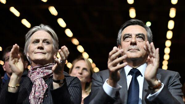 Eski Fransa Başbakanı Francois Fillon ve eşi Penelope Fillon - Sputnik Türkiye