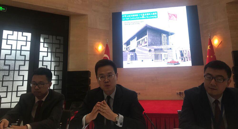 Elçi Müsteşarı Cheng Weihua, Çin Halk Cumhuriyeti Ankara Büyükelçiliği'nde aralarında Sputnik'in de bulunduğu gazetecilerle bir araya geldi.