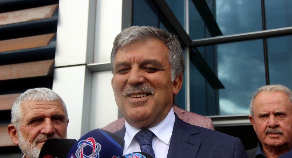 11. Cumhurbaşkanı Abdullah Gül, ismini taşıdığı Abdullah Gül Üniversitesinin (AGÜ) mezuniyet törenine katılmak için Kayseri'ye geldi. Abdullah Gül burada gazetecilerin yeni parti ile ilgili sorusunu yanıtsız bıraktı.