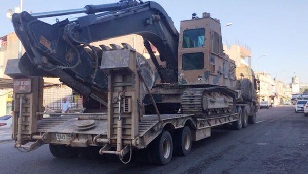 Suriye sınırına askeri iş makinesi sevkiyatı devam ediyor  - Sputnik Türkiye