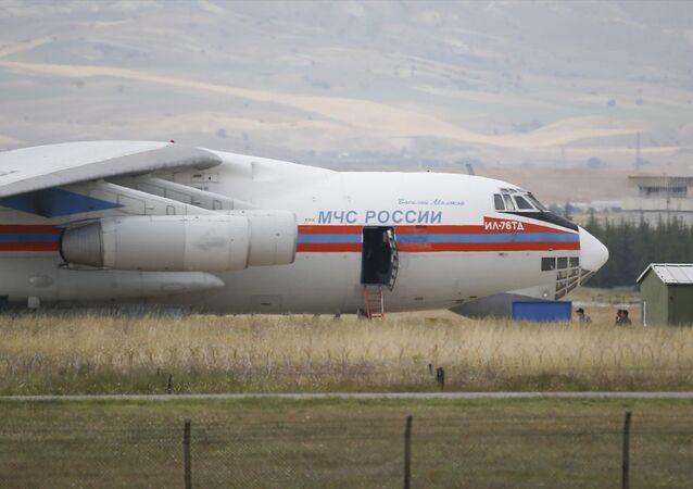 Milli Savunma Bakanlığınca S-400 Uzun Menzilli Bölge Hava ve Füze Savunma Sistem malzemelerinin sevkiyatı devam etti. Bu kapsamda beşinci uçak sevkiyatını tamamladıktan sonra Mürted Hava Meydanı'ndan kalktı.