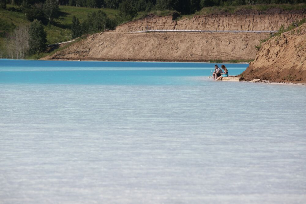 Turkuaz rengi suyu ve doğasıyla Sibirya'nın göbeğinde tropikal bir tatil beldesi deneyimi sunan bu göl, Rusya'nın Novosibirsk şehrine yalnızca on dakikalık araba yolculuğu uzaklıkta.