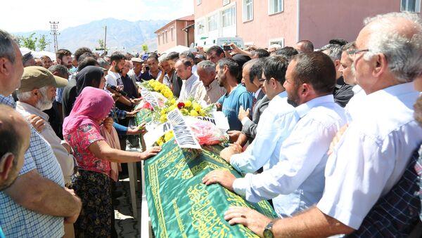 Tunceli'de ölen çocukların cenaze töreni - Sputnik Türkiye