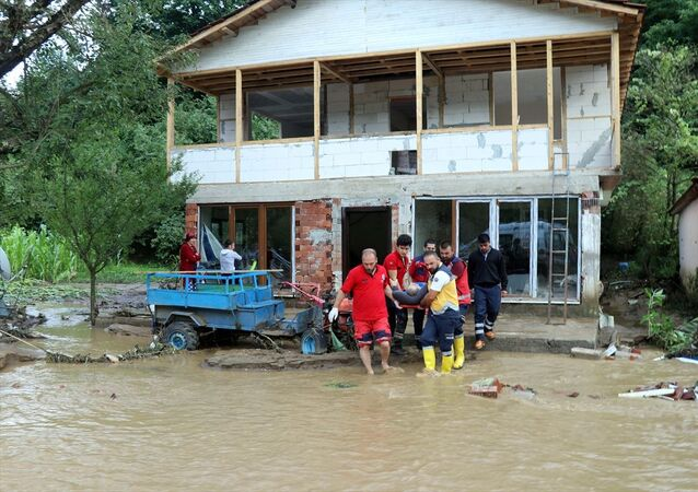 Düzce Valisi Zülkif Dağlı Esmahanım köyünde 7 kişinin kayıp olduğu ihbarları geldi. Bunlar teyide muhtaç. Akçakoca ve Cumayeri'nde de 69 kişi kurtarıldı. dedi.