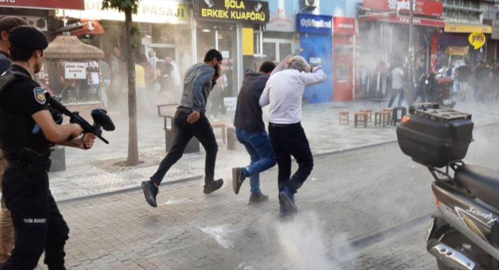 Kadıköy'de Suruç anmasına polis müdahalesi