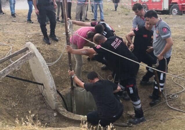 Burdur'da anne, oğlu ve ikiz kardeşi temizledikleri kuyuda öldü