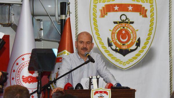 """İçişleri Bakanı Süleyman Soylu, Avrupa'nın kaçak göçle mücadelede Türkiye'yi yalnız bıraktığını söyleyerek, Türkiye bu işi kararlılıkla yürütmezse Avrupa'daki hiçbir hükümet 6 ay dayanamaz. İsterlerse deneyelim. Sadece sabrımızı taşırmamalarını tavsiye ediyoruz"""" dedi.  - Sputnik Türkiye"""