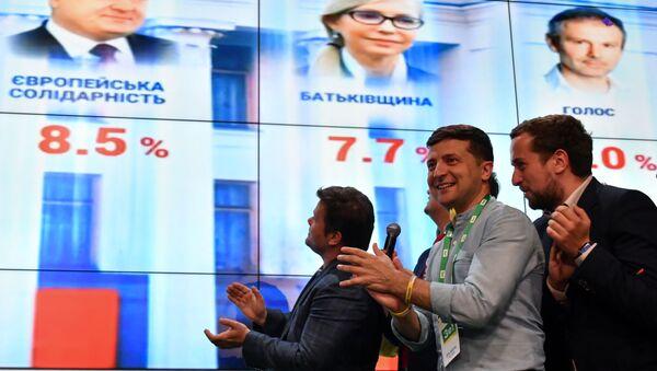 Ukrayna'daki erken genel seçim: Zelenskiy'in partisi birinci - Sputnik Türkiye