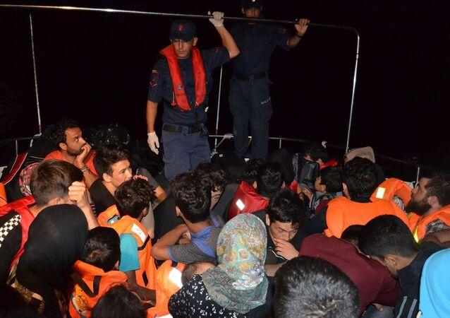 Balıkesir'in Ayvalık ilçesi açıklarında yasa dışı yollardan Yunanistan'ın Midilli Adası'na gitmeye çalışan 46 sığınmacı yakalandı.