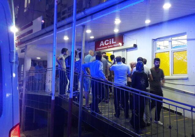 Şanlıurfa'nın Ceylanpınar ilçesinde meydana gelen patlamada ilk belirlemelere göre 4 kişi hafif yaralandı.