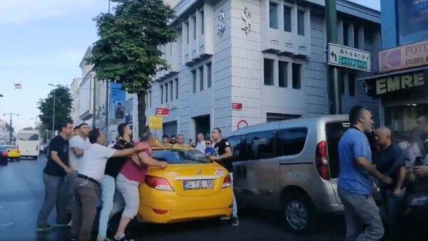 Fatih'te taksici yolcuya bıçakla saldırdı  - Sputnik Türkiye