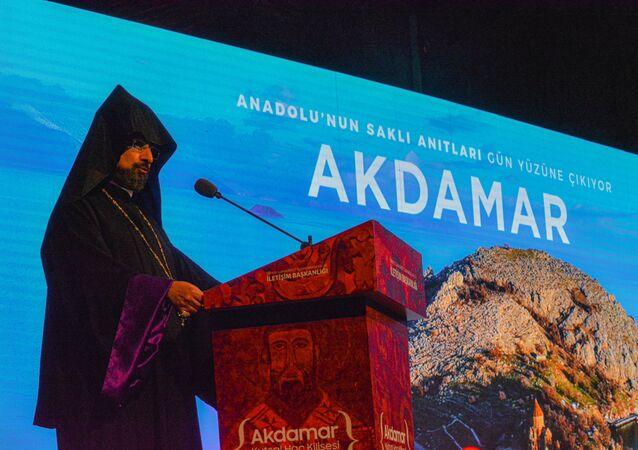 Akdamar Kutsal Haç Kilisesi Fotoğraf Sergisi'nde Ermeni Patrik Kaymakamı Sahak Maşalyan