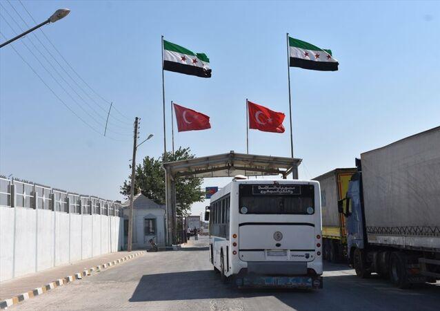 Suriye'den hacca gidecekler Türkiye'ye giriş yapmaya başladı