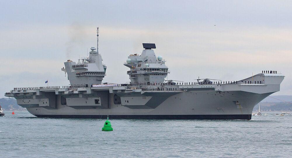 Авианосец HMS Queen Elizabeth.