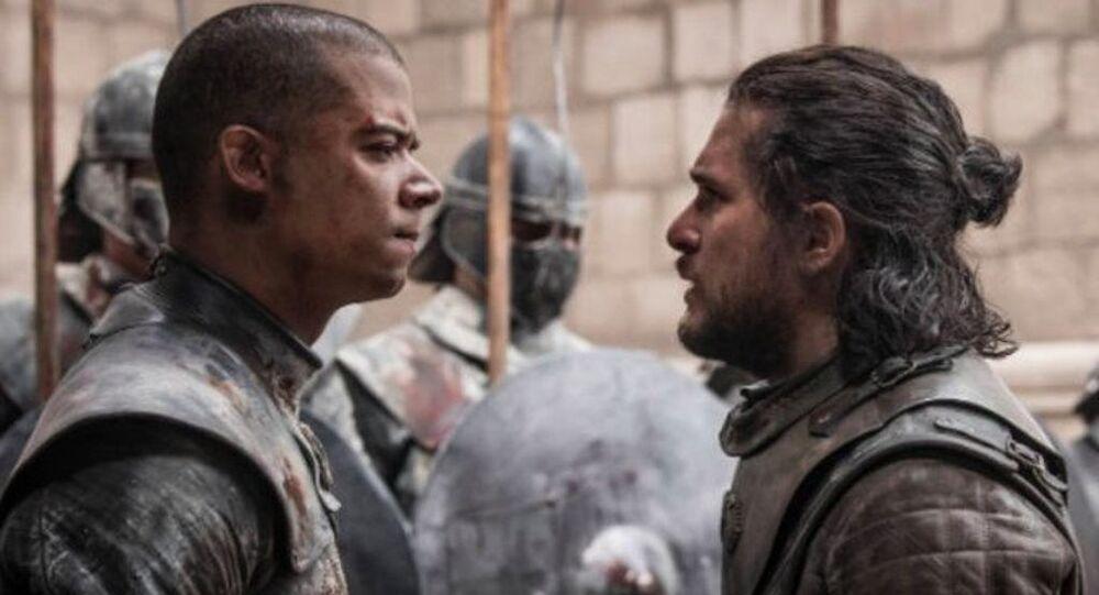 Fransız basınına verdiği röportajda Jacop Anderson, Game of Thrones dizisinin son bölümünde canlandırdığı Gri Solucan karakterinin John Snow'u 'şiddetten bıktığı için' öldürmediğini söyledi.