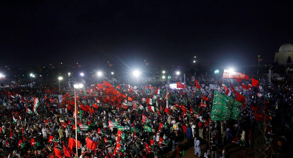 Pakistan'da Kara Gün protestoları