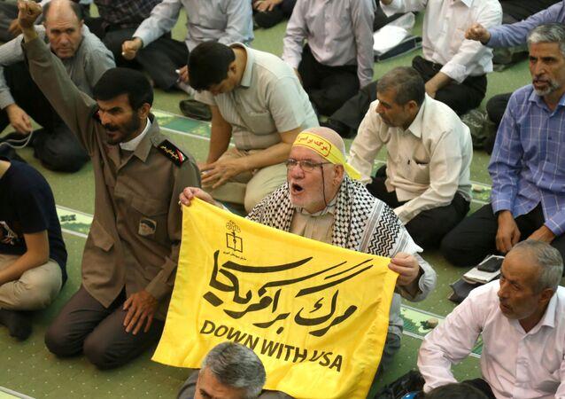 İran'da cuma namazı