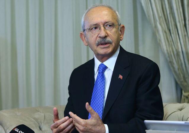 Cumhuriyet Halk Partisi (CHP) Genel Başkanı Kemal Kılıçdaroğlu, partisinin Afyonkarahisar'daki Belediye Başkanları Çalıştayı'nın yapıldığı otelde, gazetecilerin gündeme ilişkin sorularını yanıtladı.