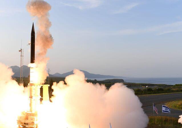 İsrail, atmosfer dışındaki balistik füzelere karşı etkili Arrow 3 (Ok) isimli füze savunma sisteminin başarıyla test edildiğini duyurdu.