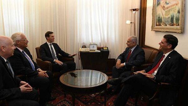 ABD Başkanı Donald Trump'ın damadı ve Başdanışmanı Jared Kushner ve İsrail Başbakanı Benyamin Netanyahu - Sputnik Türkiye