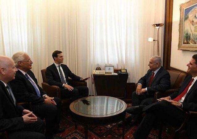ABD Başkanı Donald Trump'ın damadı ve Başdanışmanı Jared Kushner ve İsrail Başbakanı Benyamin Netanyahu