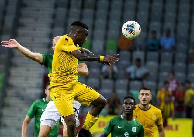 Yeni Malatyaspor, UEFA Avrupa Ligi 2. eleme turu rövanşında Slovenya temsilcisi Olimpija Ljubljana ile karşılaştı. Stozice Stadı'nda oynanan maçın bir pozisyonunda Yeni Malatyaspor oyuncusu İssam Chebake (29), rakipleri ile mücadele etti.