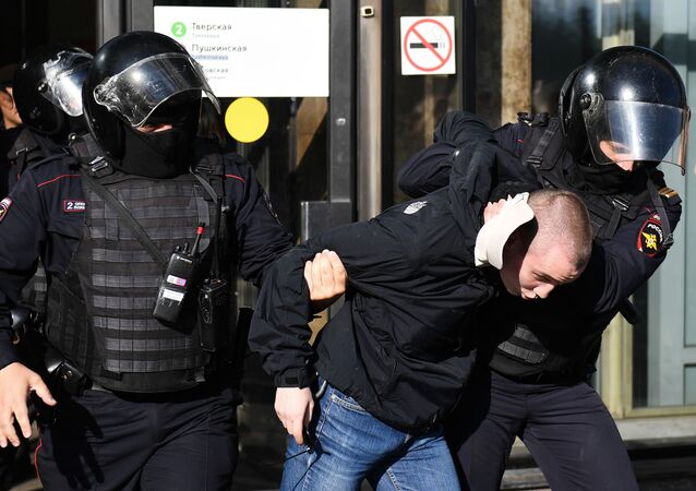 Moskova'daki gösteride çok sayıda kişi gözaltına alındı